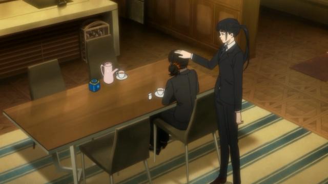 Kunizuka aliviando o estresse da Shimotsuki tratando-a como um bichinho. Será que já está rolando algo entre as duas?