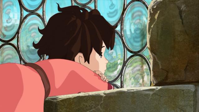 Ronja melancólica olha através da janela para o castelo de Borka mas não enxerga vivalma do outro lado