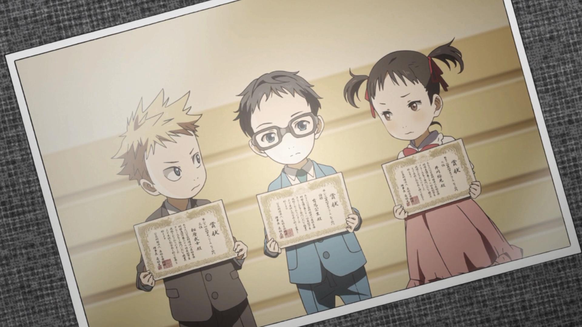 Foto de premiação de um concurso onde os três participaram quando crianças. Igawa e Aiza olham para Kousei, que olha para o nada