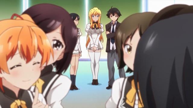 Reiko apenas observa Aika de longe, feliz pela amiga