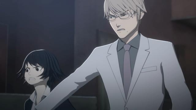 Depois de se recuperar do susto, Tosaki segurou a Izumi para ela não pular no pescoço do Satou