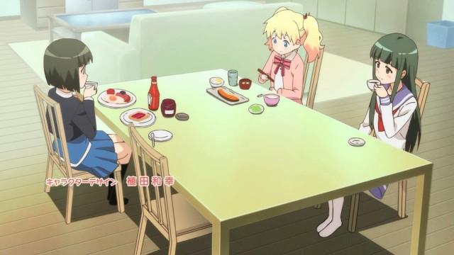 Shinobu, uma japonesa, tendo um café da manhã tipicamente ocidental enquanto Alice, uma britânica, está tendo um café da manhã tipicamente oriental.
