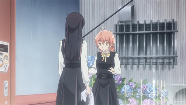 Yuu congelada de medo esperando a reação da Nanami depois dela quase revelar mais do que pode sobre seus sentimentos