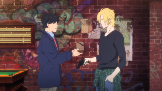 Eiji pede para segurar a pistola de Ash, impressionado que estava porque nunca viu uma no Japão, onde armas de fogo são proibidas