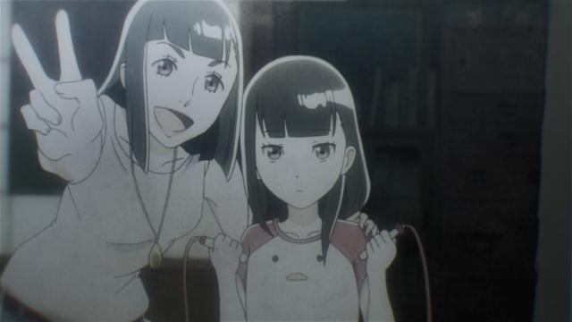Uma foto de Shirase ainda criança com sua mãe, Takako