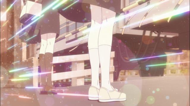 Uma passagem de nível pode ser um cenário mágico em animes. Imagem de Yagate Kimi ni Naru