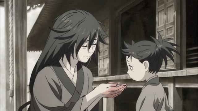 Ojiya alimenta Dororo com as próprias mãos, carregando um grude fervendo para sua criança comer