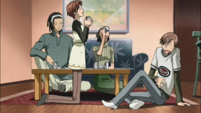 Nana (Hachi) e Shouji a frente, Kyosuke e Junko atrás da mesa, nos dias simples e felizes no interior