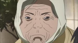 A velha olha feio para Dororo