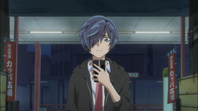 A frustração no rosto de Toi porque o irmão acaba de avisá-lo que não poderá vir vê-lo