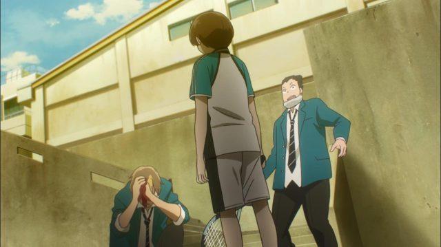 Itsuki quebra a raquete na cabeça de um bully que o estava zombando por seus pais serem separados