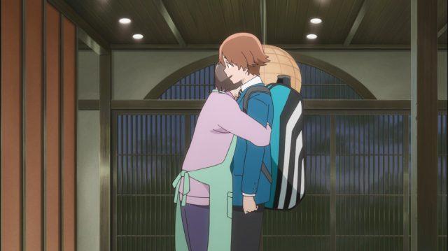 Rintarou tem um mãe amorosa em casa - afeto físico é raro de se ver em anime!