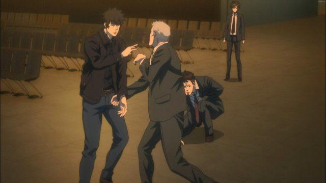 Kougami luta contra dois executores ao mesmo tempo, enquanto Ginoza lutava contra Kei