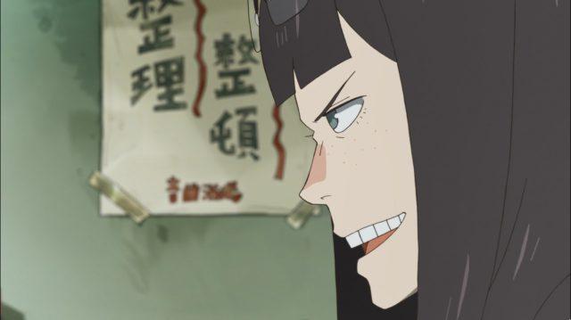 Sayaka não sabe nada sobre anime e nem quer saber, mas jura ajudar as duas em tudo o que ela puder
